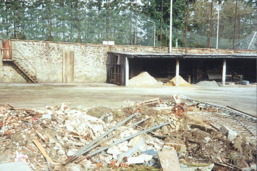 Nettoyage du jardin des philos association des anciens for Nettoyage de jardin